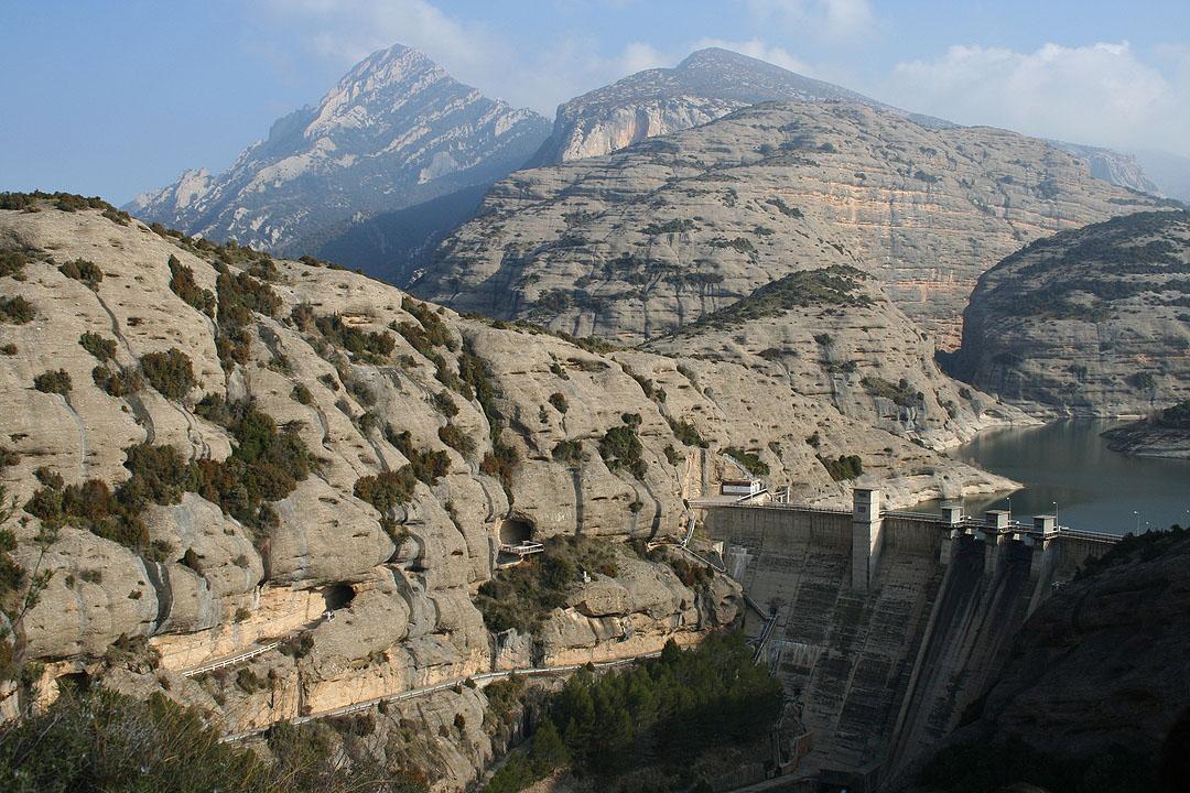 Vista del embalse de Vadiello y el pico Fragineto
