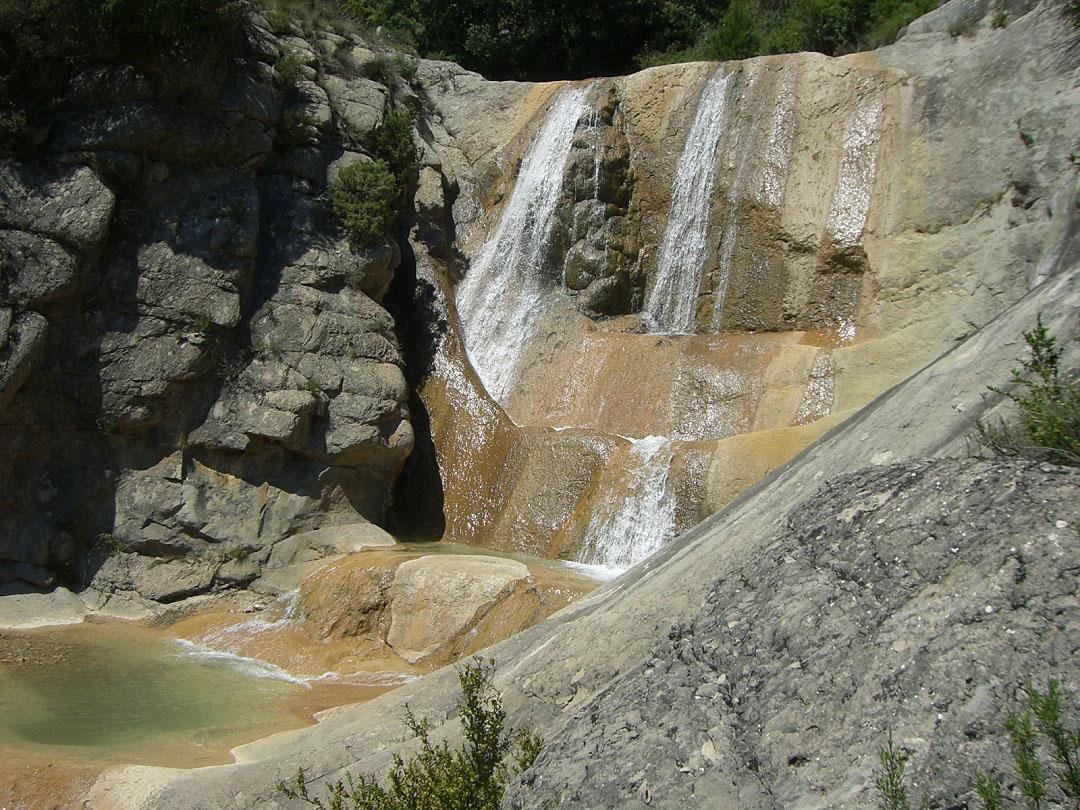Vista de la badina y cascada