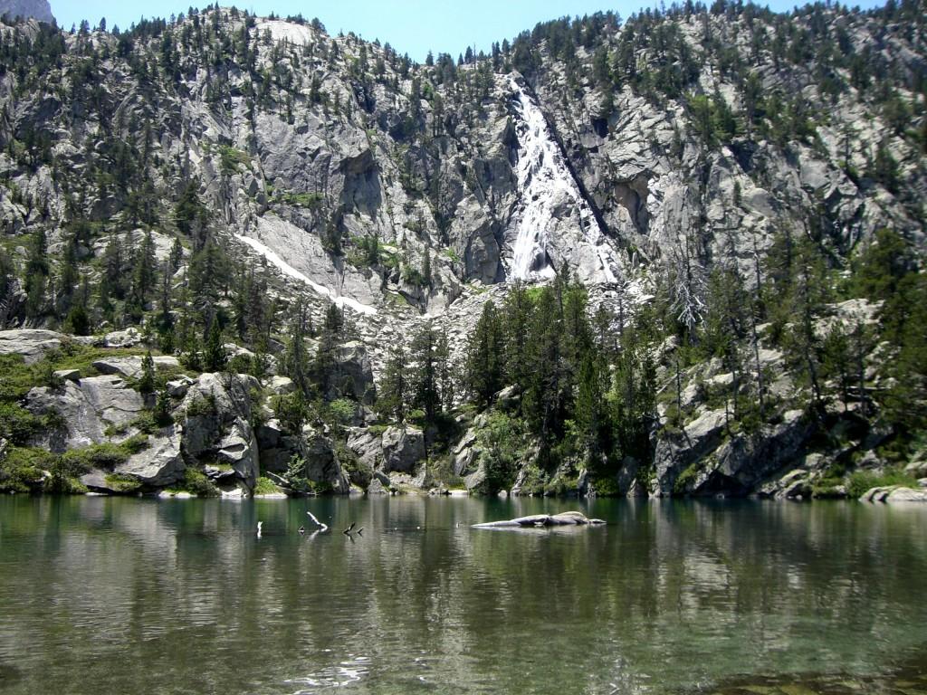 Escarpinosa y Cascadas de Perramo