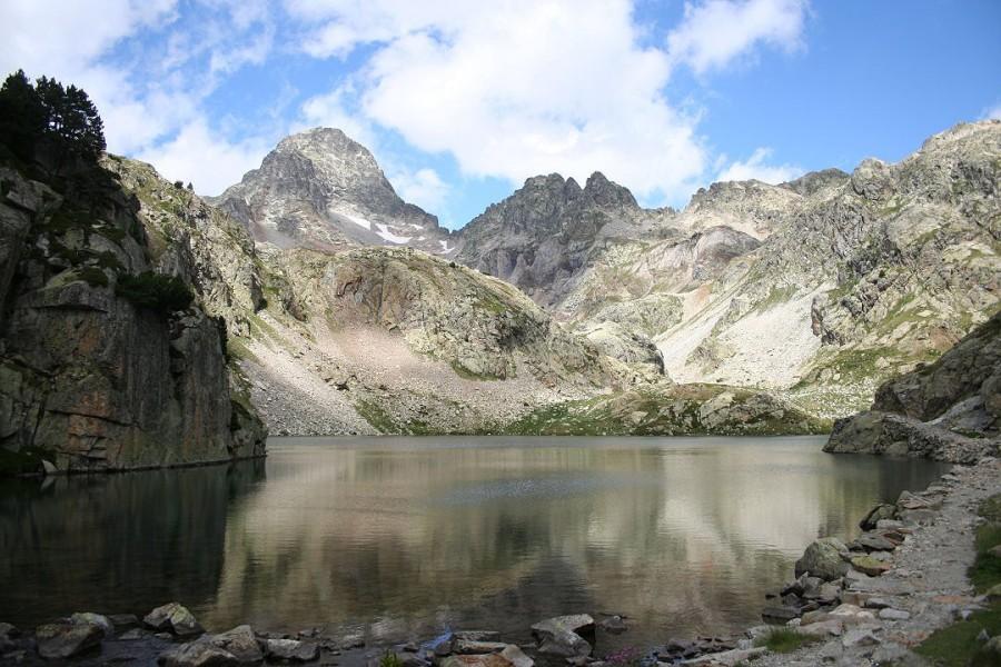 Ibón de Arriel Bajo y el pico Pallas