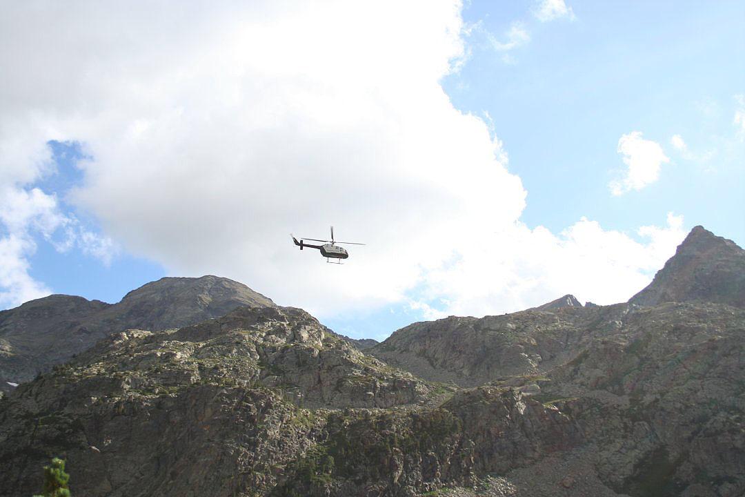 Helicoptero haciendo un rescate