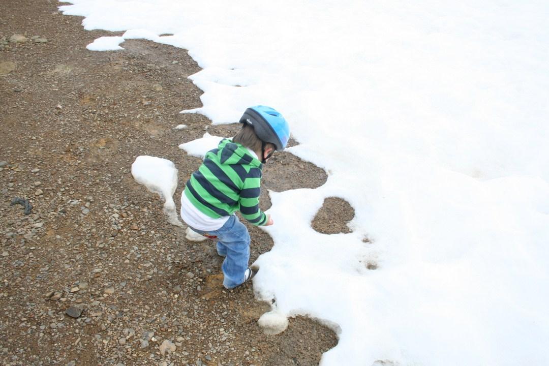 El peque disfrutando de la nieve