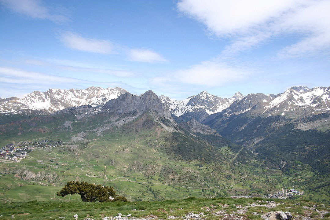 Vistas de Sallent de Gallego, Peña Foratata y Pico Pallas
