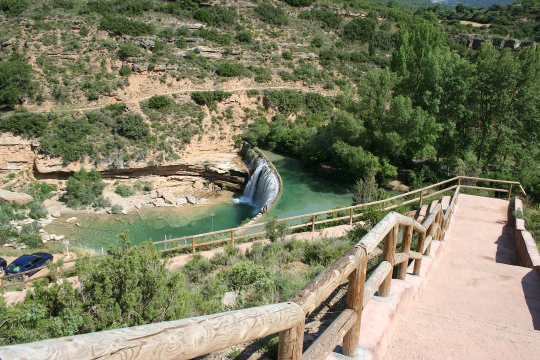 Escaleras de acceso desde el aparcamiento y restaurante al Salto de Bierge.
