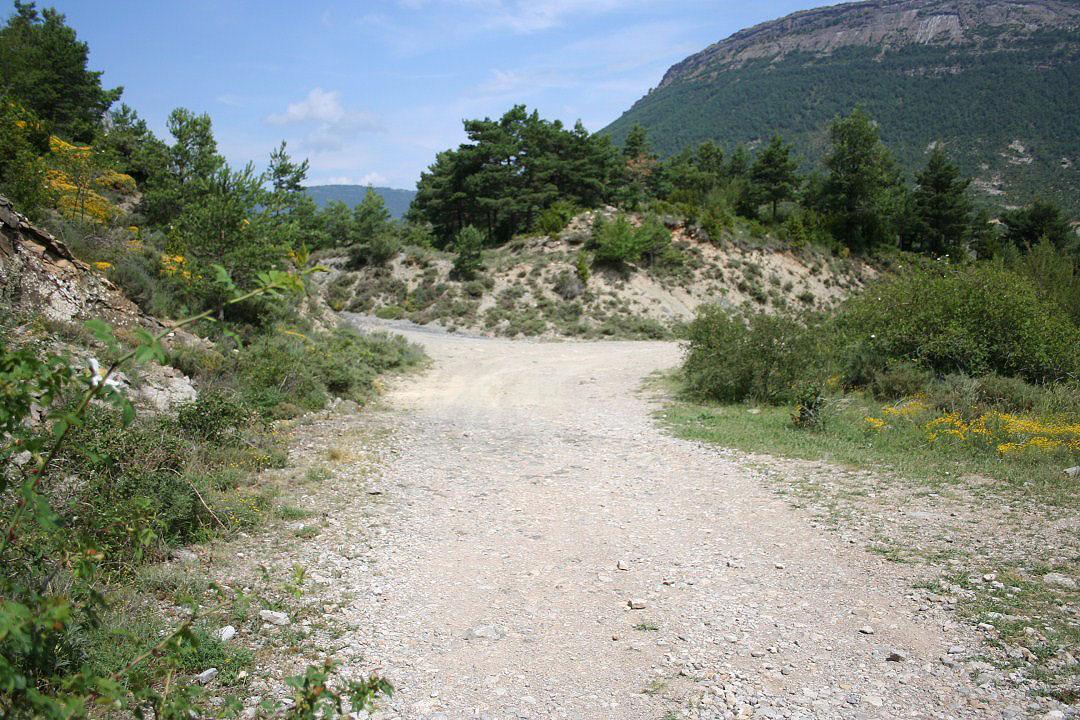 Giro a la derecha buscando la carretera a Bentúe de Rasal