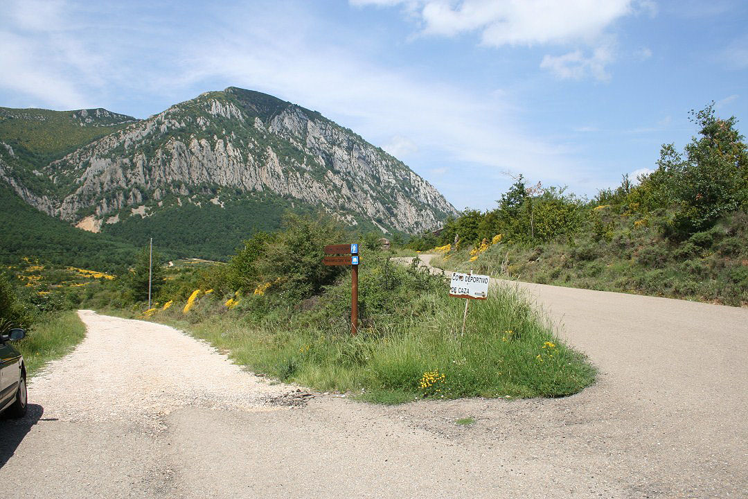 Cruze con la carretera de Bentué de Rasal