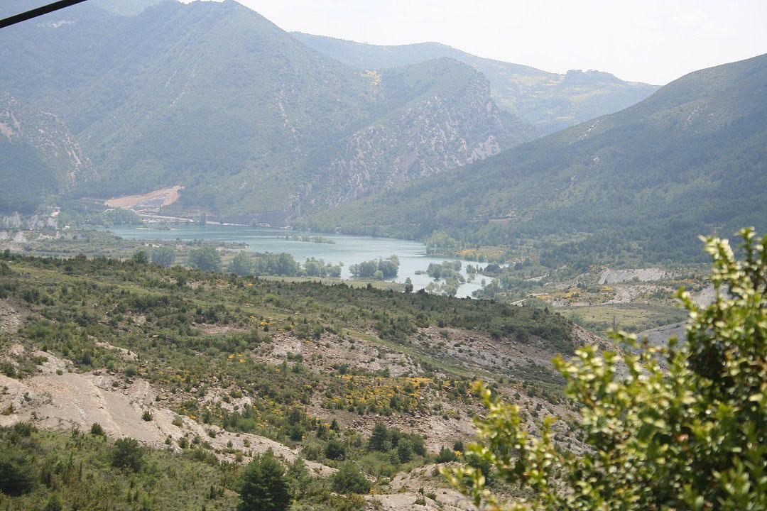 Vista del pantano de Arguis desde la carretera