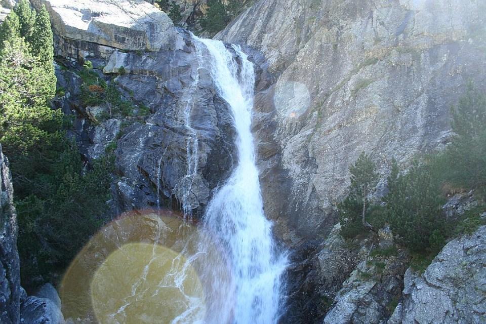 Cascada sobre el rio Caldares