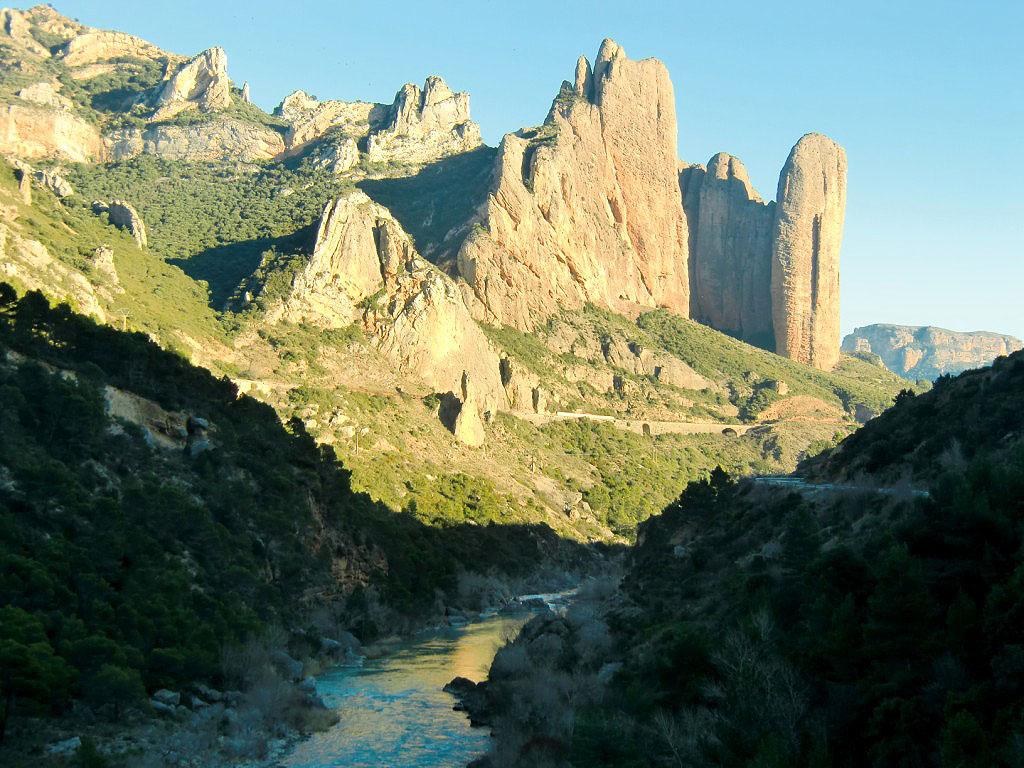 Río Gallego a su paso bajo los Mallos de Riglos
