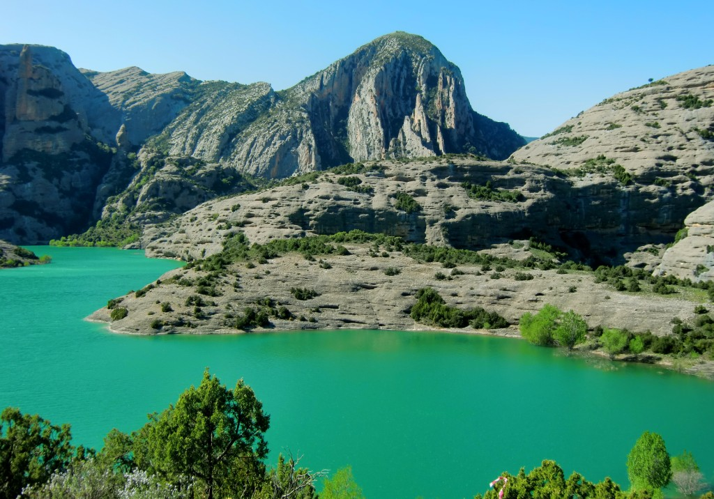 Embalse de Vadiello y el pico Borón al Fondo