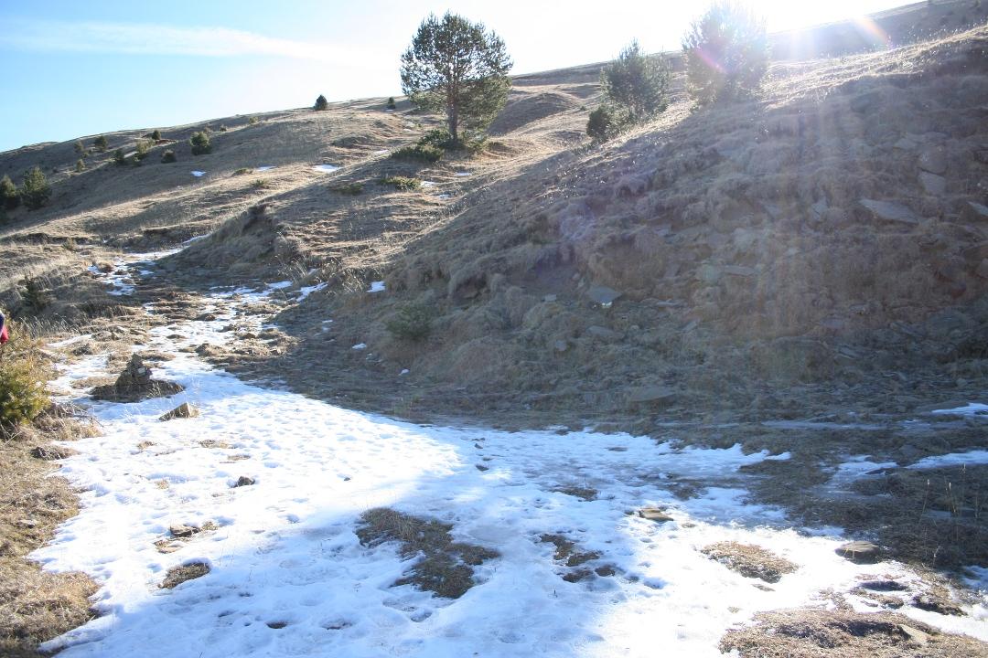 División de la pista hacia pico Pelopin o Pico de Yesero y Erata