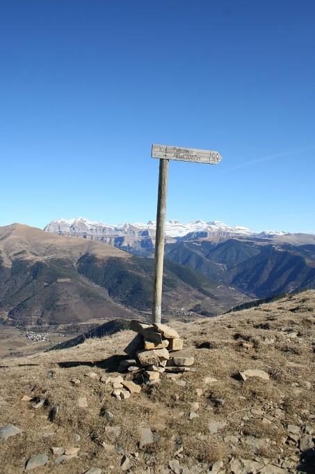 Cartel informativo del desvio hacia el pico Pelopin