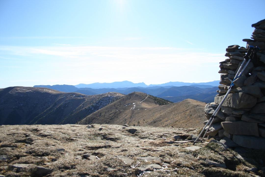 Vista de la Sierra de Guara a fondo: Tozal de Guara y Fragineto