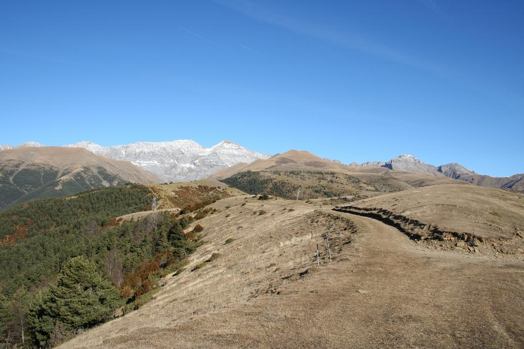 Tozal de Toronzué y sierra de Tendenera al fondo. Dirección Norte