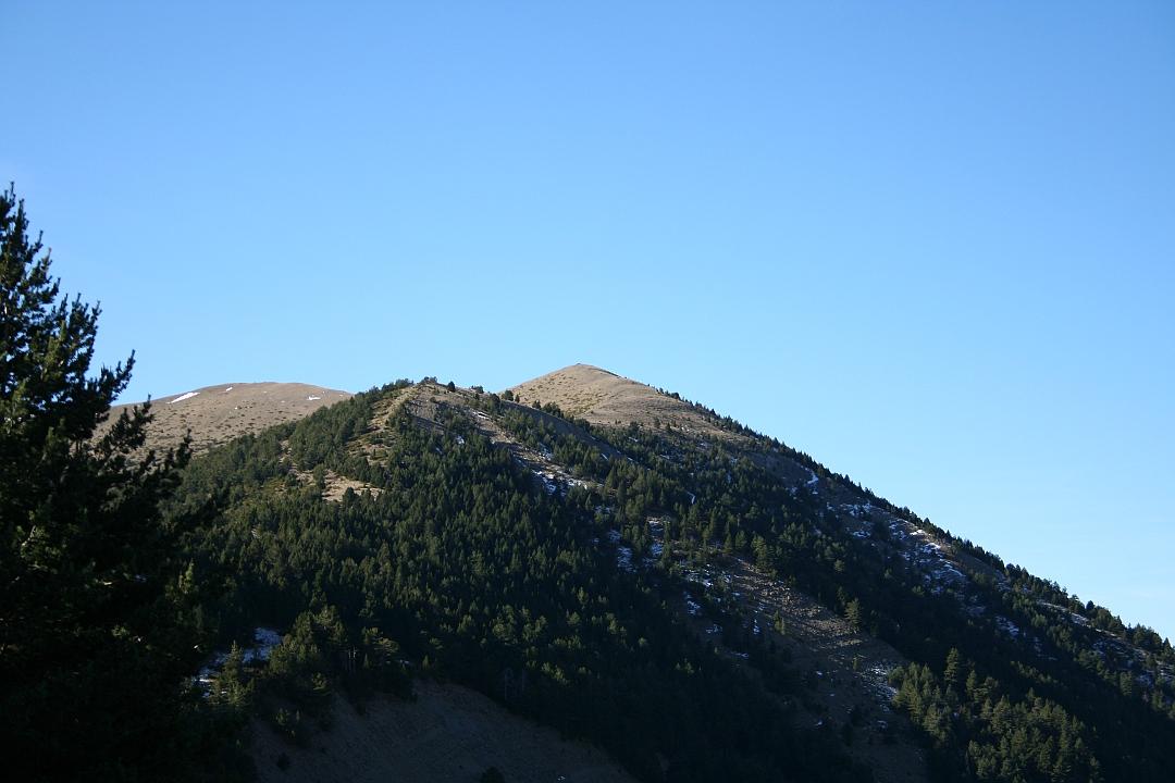 Vista del Pico de Yesero desde la pista de ascenso
