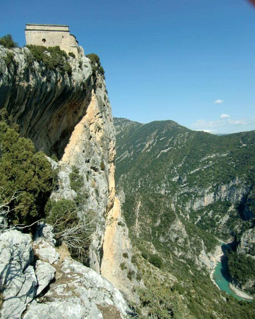 Ermita y Castillo con el río Cinca al Fondo