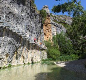 Pasarelas metálicas sobre el río Vero