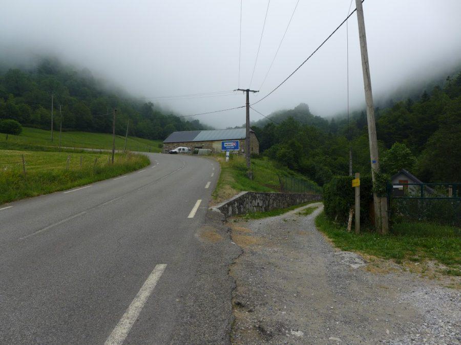 Carretera D-918 dirección hacia el Col d´Aubisque. Punto de parada del vehículo.