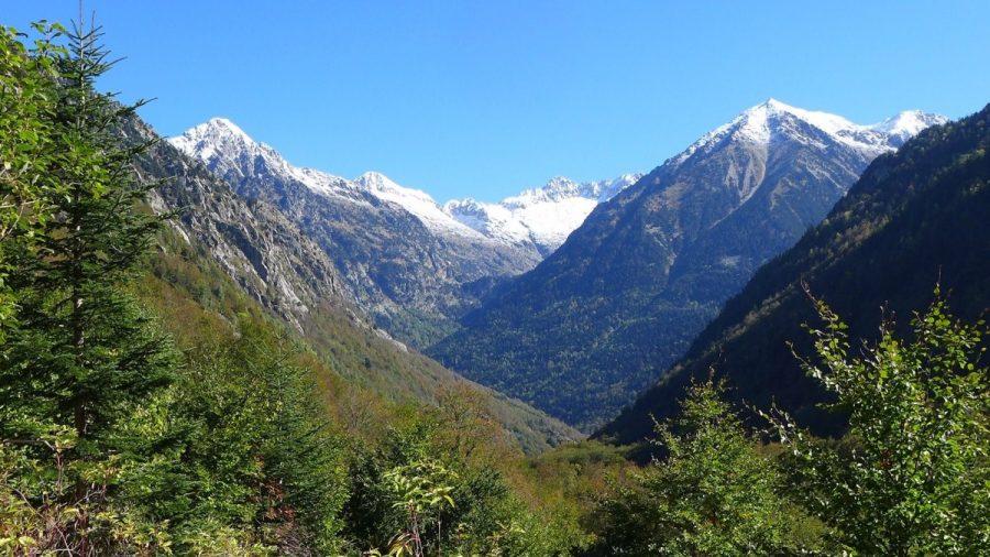 Vistas del Valle de Salenques con el Valle de Besiberri al fondo.