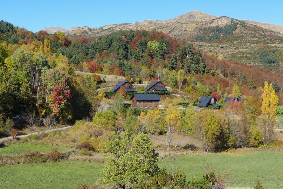 Vistas del Piedrafita Lodge y del Bosque del Betato desde el cerro de la Ermita de Santa Cruz