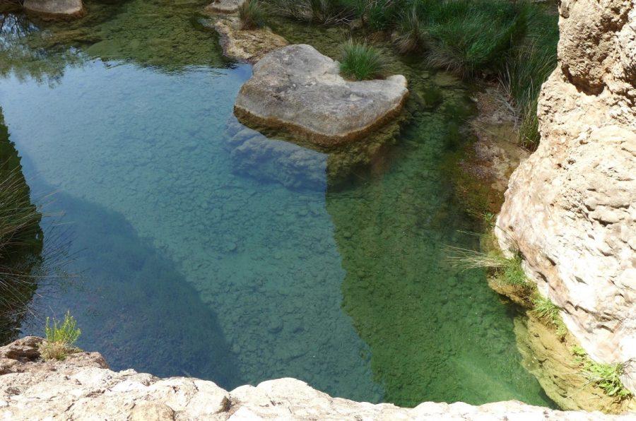 Poza aguas abajo del puente natural de piedra